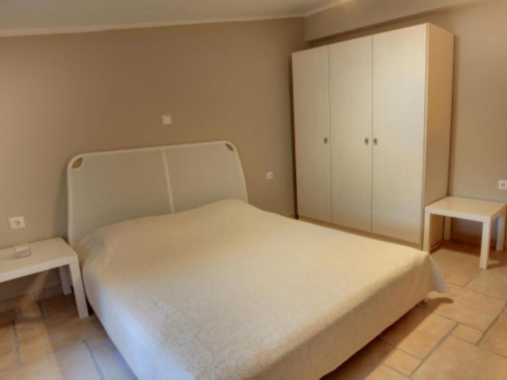 apartment382